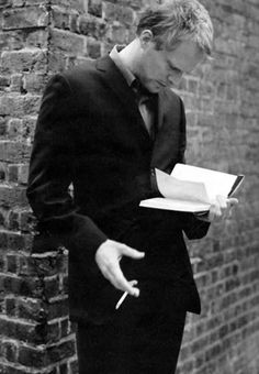 I found this posted with the words: 'hot men who read: Paul Bettany'