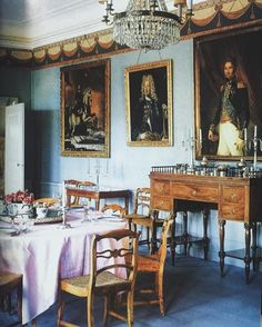 Swedish Biedermeier chairs fill the dining room of Kaflås, the eighteenth century Swedish castle of Fredrik von Essen. World of Interiors, July Scandinavian Interior Design, Swedish Design, Scandinavian Style, Dinning Nook, Dining Rooms, Dining Table, World Of Interiors, French Interiors, Inside Castles