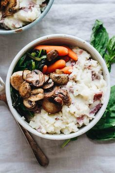 Vegan Loaded Mashed Potato Bowls – Jar Of Lemons Vegan loaded mashed potato bowls! So delicious and perfect for holiday leftovers. Vegetarian and gluten free, also. Grab the recipe on Jar Of Lemons! Vegan Foods, Vegan Dishes, Vegan Vegetarian, Vegetarian Recipes, Healthy Recipes, Vegan Raw, Easy Recipes, Mushroom Recipes, Veggie Recipes