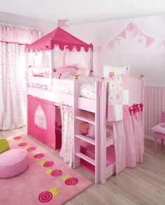 Annette Frank Bett Schloss in rosa