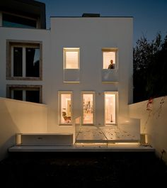 House at Janelas Verdes by Pedro Domingos Arquitectos