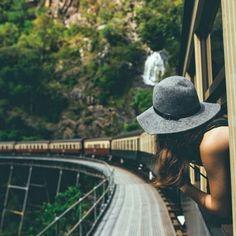 Viajar e fotografar são duas coisas que combinam muito. Fotografias como essas abaixo, servem não só como lembranças mas como inspirações também. Por isso, separamos 41 fotos que vão dar vontade de arrumar as malas e ir viajar!  Fonte: Pinterest Veja também: Como escolher um novo país para morar?