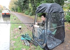 Pop-Up Fishing Umbrella Tent / Shelter - Umbrella Heaven Fishing Umbrella, Fishing Tent, Fishing Hole, Sea Fishing, Sport Fishing, Going Fishing, Fishing Tackle, Fold Up Chairs, Shelter Tent