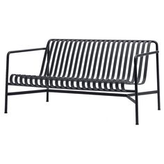 The sleek yet robust Palissade lounge sofa is a member of Hay's versatile outdoor furniture collection. Palissade outdoor furniture features a strong, graphic design that consists of simple steel tubes and slats. Outdoor Couch, Outdoor Lounge, Outdoor Furniture, Outdoor Decor, Garden Furniture, Outdoor Areas, Vintage Sofa, Sofa Design, Ronan & Erwan Bouroullec