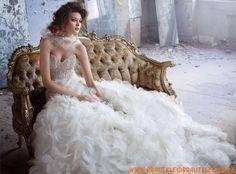 wunderschönes Brautkleid aus Organza mit Perlenstickerei