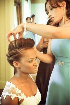 Wow stunning style for a wedding as an Afro head I must say! Natural Hair Wedding, Natural Wedding Hairstyles, Natural Hair Care, Natural Hair Styles, Natural Updo, Wedding Updo, Edgy Wedding, Wedding Dress, Wedding Ceremony