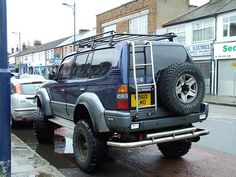 Prado 4x4 by kenjonbro, via Flickr
