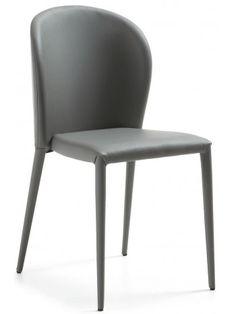 Cordoba è una sedia che si caratterizza per l'ergonomia e il comfort di seduta, con uno schienale avvolgente, ci si sente la schiena completamente appoggiata. Una forma armonica e lineare. Un design semplice, ma di grande arredo. Disponibile in ecopelle nei colori bianco, grigio o beige. Adatta per l'arredo di casa, o per uffici o sale d'attesa o hall di alberghi.
