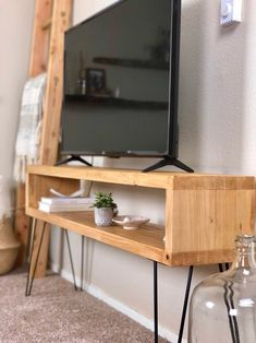 Media Console TV Table with Mid Century hairpin legs Media Console TV Table wit. Media Console TV Table with Mid Century hairpin legs Media Console TV Table with Mid Century hairp Low Console Table, Console Tv, Tv Console Modern, Tv Tables, Tv Diy, Tv Cabinet Design, Diy Tv Stand, Simple Tv Stand, Tv Cabinets