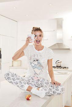 Right choice of pajama guaranteed to get you into a ton of funny. Pajamas For Teens, Girls Pajamas, Pajamas Women, Satin Pyjama Set, Pajama Set, Primark, Pantalon Long, Cute Pjs, Cute Sleepwear