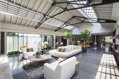 Sweeping inetriors of the loft-style lateral penthouse in London with industrial and art deco vibe