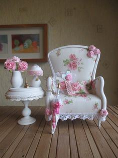 Green Living: Ingenious Ways to Reuse Plastic Bottles Instead of Trashing Them Dollhouse Accessories, Doll Accessories, Miniature Furniture, Dollhouse Furniture, Diy Dollhouse, Dollhouse Miniatures, Crea Fimo, Diy Barbie Furniture, Furniture Vintage