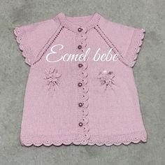 Fotoğraf açıklaması yok. Kids Knitting Patterns, Knitting For Kids, Baby Knitting, Sewing Patterns, Recycled Plastic Bags, Baby Vest, Sweaters, Clothes, Tops