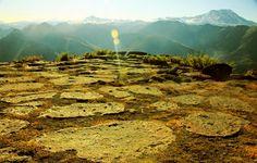 """Die sogenannten """"Steine von El Enladrillado"""" stellen eines der großen, unverständlicherweise aber nur wenig beachteten, Rätsel der präkolumbischen Vorgeschichte Südamerikas dar. Bereits…"""