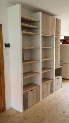 Foto: Een mooie Steigerhouten kast in een woonkamer is een ware eye catcher. Geplaatst door Hemaartje op Welke.nl