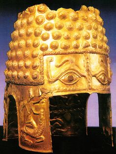 Gold and Silver Armor of the Getian-Dacian Elite. Military Equipment and Organization. Poiana Cotofenesti ceremonial gold helmet with bumps after Achemenide fashion, Romania. European Tribes, Arm Armor, Body Armor, Medieval, Ancient Artifacts, Ancient Rome, Roman Empire, Archaeology, Romania