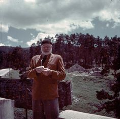 Ernest Hemingway cleans his glasses outdoors. Red spots original to transparency. Ernest Hemingway, Hemingway Quotes, Photo Album Scrapbooking, Scrapbook Albums, Story Writer, Writing Words, Short Stories, Nonfiction, Literature