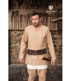 Ideal for medieval artisans. Viking Tunic, Cream Shorts, Early Middle Ages, Short Models, Medieval Costume, Medieval Clothing, Long Sleeve Tunic, Burgundy Color, Costumes