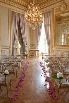 This room reminds me of the atrium at the Newton White Mansion.  In the (unlikely) event that we cannot have our ceremony outdoors, this would be an excellent floor plan for the atrium.  While we cannot use flower petals outside, I would love to use them inside.