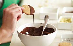 Kareen Grondin explique comment obtenir du chocolat tempéré.