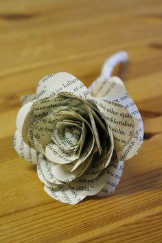 Pieni Sisustaja Näpertää: Ruusu vanhasta kirjasta