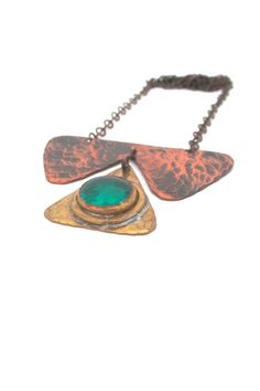 by: Rafael Alfandary, Canada materials: copper, brass, glass size: pendant 3 x 2 chain adjustable Please specify which colour you'd like when you check out. Clear and green available. Jewelry Crafts, Jewelry Art, Jewelry Design, Jewelry Ideas, Green Necklace, Turquoise Necklace, Pendant Necklace, Metal Jewelry, Vintage Jewelry