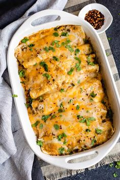 Chicken Enchiladas Verde, Chicken Verde, Seafood Recipes, Mexican Food Recipes, Chicken Recipes, Mexican Meals, Mexican Dishes, Green Enchilada Sauce, Enchilada Recipes