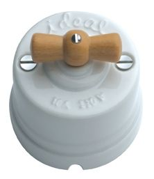 Interruptor-Conmutador de porcelana y madera #retro #interruptores #porcelana #mecanismos #antiguo #decoracion #rustica #iluminacion #vintage