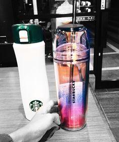 Eye locks to two tumblrs at Starbucks. I would like to grab them!  #starbucks #starbuckstumblr #tumblr #grande #venti #beverages