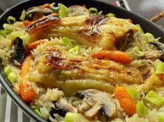Mleté maso smícháme s vejcem, strouhankou, nakrájenou cibulí a kořením. Naplníme připravené papriky.Na přípravu rýže zpěníme nakrájenou cibuli na...