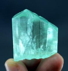 NO RESERVE ~ 39 Gram V Shape Natural KUNZITE Crystal Afghan