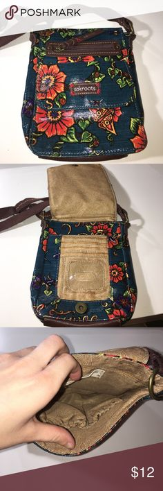 Small purse Cute sakroots purse perfect for people who like small purses Sakroots Bags Crossbody Bags