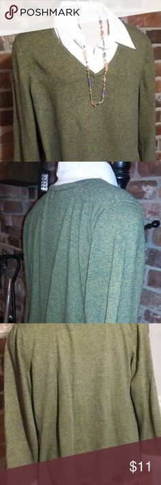 Kim Rogers green sweater with white collar/cuffs Kim Rogers green sweater with some yellow threads knitted in.  Had white collar and cuffs.    Fabric:  67%cotton, 22% acrylic.    In good condition with minor signs of wear Kim Rogers Sweaters V-Necks