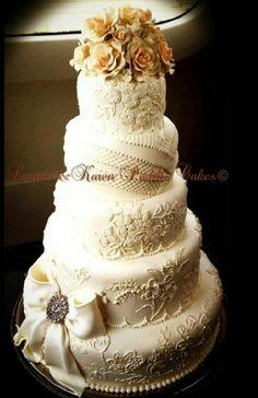 Filigree wedding cake, design by Lourdes Padilla
