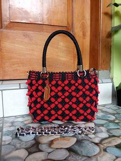Macrame Purse, Handicraft, Friendship Bracelets, Diy And Crafts, Bude, Handbags, Pattern, Crochet Purses, Crochet Bags