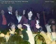 October 20, 1976* 'The Song Remains the Same' - NY premiere. [dnlok 3/2]