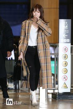 Lee Sung Kyung Photoshoot, Lee Sung Kyung Fashion, Korean Actresses, Asian Actors, Korean Actors, Weightlifting Fairy Kim Bok Joo, Bae Suzy, Korean Model, Airport Style