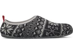 Wabi comes as a grey indoor slipper made of wool. It features a recycled rubber outsole which makes it durable and an anatomical insole for extra comfort.