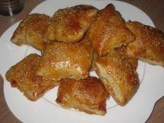 kip-bladerdeeg-hapjes Holiday Snacks, Party Snacks, Quiche, Ramadan Recipes, Ramadan Food, English Food, Saveur, Other Recipes, High Tea
