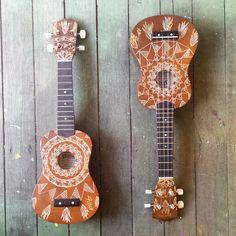 Two little ukes. #uke #ukulele #design #woodburn #art #instrument #sanchez #music #saprano #hawaii Great great by the amazing artist Andrew Mainwaring! www.amainwaring.com