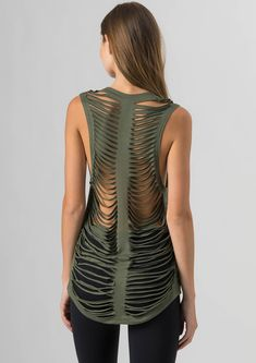 Jala Vibe Tank Please Note: This item is on PRE-ORDER. This item will begin shipping Give your essentials a style boost with the Vibe Tank from Jala. With low cut arm holes, and a high-low hem, this tank will lend laidback style with a vintag Diy Cut Shirts, T Shirt Diy, Indie Outfits, Yoga Outfits, Tomboy Outfits, Cut Up T Shirt, T Shirt Cutting, Cut Shirt Designs, Diy Fashion