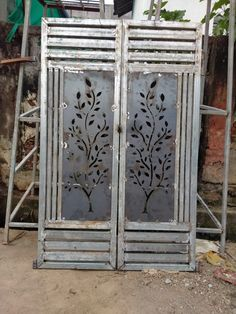 Gate Wall Design, Front Gate Design, House Gate Design, Ganesh Wallpaper, Cat Wallpaper, Front Gates, Entrance Gates, Iron Fence Gate, Steel Railing Design