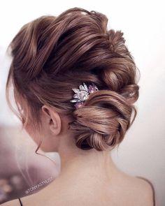 wedding hairstyle ideas + chick updo for brides, wedding hairstyle,hair down hairstyles, bridal hairstyles ,messy updo hairstyles,prom hairstyles #weddinghair #hairstyleideas #twistedupdo