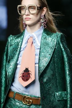 Gucci Prêt à Porter Primavera/Verano 2016 2000s Fashion Trends, Fashion Week, Runway Fashion, Spring Fashion, High Fashion, Fashion Show, Fashion Looks, Couture Details, Fashion Details