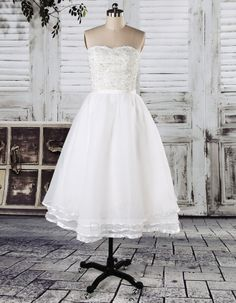 A-line Knee-length Strapless Lace Lace Wedding Dresses