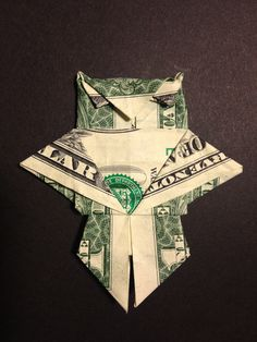 Here is my first dollar bill Origami design…an Owl! Origami Shirt, Origami Yoda, Origami Dragon, Money Origami, Origami Fish, Origami Paper, Origami Folding, Oragami, Paper Folding