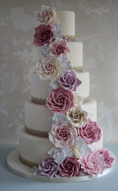 Apparently there is no such thing as a 'perfect' cake, it is how well you disguise your mistakes.. but seriously, Tracy James' cakes cannot be less than perfection right? Love!