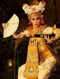 ) …… This Must Be Just Like Living In Paradise, Bali, Indonesia . On the Menu: Bali Style Chicken and Beef Recipes Indonesian Art, Indonesian Girls, Bali Lombok, Josephine Baker, People Of The World, Just Dance, World Cultures, Dance Dresses, Traditional Dresses