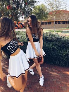 When there's 1 thing harder than attempting to come across matching costumes for you as well as your BAE, it's attempting to locate matching costumes for you and your BFF. It's a remarkable costume to take into account when you've… Continue Reading → Cheerleader Halloween Costume, Cute Group Halloween Costumes, Halloween Kostüm, Cute Costumes, Halloween Outfits, Costume Ideas For Groups, Purim Costumes, Bff Costume Ideas, Sorority Halloween Costumes