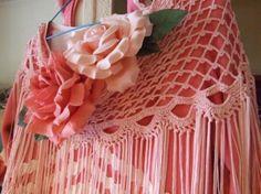 Mantoncillo flamenca / Crochet shawl.  Precioso Diagram Chart, Crochet Shawls And Wraps, Crochet Collar, Shawl Patterns, Crochet Crafts, Collars, Mantle, Flamenco Dresses, Crocheted Lace